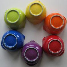 Margrethe skåle i mange farver. Love it:-)