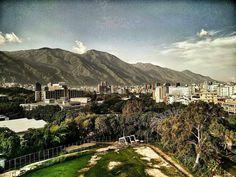 Feliz tarde fotografía de Caracas desde la UCV cortesía de @obacchin  #LaCuadraU #GaleriaLCU #UCVve #Caracas #UniversidadCentralDeVenezuela #FelizSabado