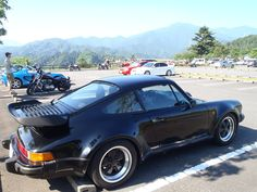 ≪No.0375≫  ・ニックネーム  kaga911     ・メーカー名、車種、年式  1987年式Porsche911 turbo     ・アピールポイント  購入当時は中途半端な改造だったが,ヤフオクなどで純正パーツを集め,ファクトリーオリジナルの状態にもどした.ポルシェは下品な改造が多くちょっとイメージが悪くなっている.ポルシェは本国仕様のファクトリオリジナルが最高だと思う.