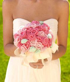 Hol van az előírva, hogy menyasszonyi csokrot, csak élő virágból lehet kötni?   Bár egy kicsit több idő kell egy ilyen gyönyörűség elkészítéséhez, mindenképpen megtérül a befektetés, hisz biztos, hogy soha nem hervad el.   Igaz manapság nem divat férjhez menni, azértha ezeket a csokor csodákat meglátják a...