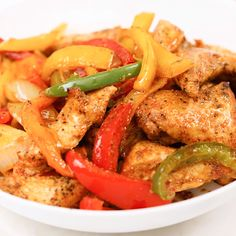 Learn how to make really flavorful chicken fajitas as home! This is my take on the tex-mex chicken fajitas and the flavors are incredible! Fajita Marinade, Chicken Fajita Recipe, Chicken Flavors, Chicken Recipes, Chicken Meals, Mexican Food Dishes, Mexican Food Recipes, Healthy Recipes, Tamales