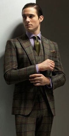 Love a bold plaid suit that most would only wear as a sport coat Three Piece Suit, 3 Piece Suits, Mens Fashion Suits, Mens Suits, Dapper Suits, Classy Suits, Plaid Suit, Fashion Moda, Men's Fashion