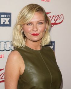 Kirsten Dunst still knows how to bring it on! The actress stunned on Wednesday night when she stepped out for the season two premiere of Fargo in Hollywood. Celebs Without Makeup, Bombshell Beauty, Kirsten Dunst, Charlize Theron, Beautiful Celebrities, Beautiful Women, Famous Faces, Summer Looks, Role Models