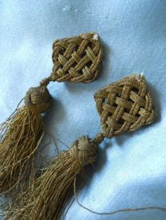 4-ANTIQUE-FRENCH-PASSEMENTERY-GOLD-METALLIC-TASSELS-POMPONS