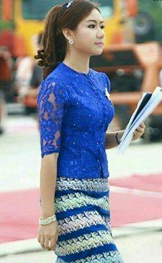 :-) African Print Fashion, African Fashion Dresses, Ethnic Fashion, Blouse Batik, Batik Dress, Traditional Fashion, Traditional Dresses, Kebaya Lace, Batik Kebaya