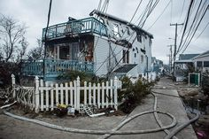 so sad. Surreal Devastation Of Breezy Point (Queens, NY) After Hurricane Sandy Breezy Point, Storm Surge, Usa Cities, Hurricane Sandy, See Photo, Surrealism, New York City, Queens, Sad
