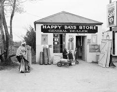 David Goldblatt, Happy Days Store, Flagstaff, Transkei, Eastern Cape, 1975 Zimbabwe, David Goldblatt, South African Art, Photo Report, Photosynthesis, Yesterday And Today, Illustrations, African History, Street Photo