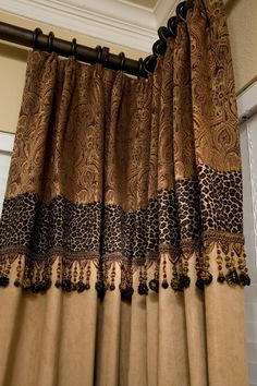Detalle confección cortinas con tapicería y abalorios – Custom drapery – just a touch of leopard- רבקה לרנר Drapery Panels, Drapes Curtains, Valances, Lengthen Curtains, Bedroom Curtains, Drapery Designs, Printed Curtains, Animal Print Curtains, Deco Originale