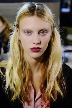 Dries Van Noten takes inspiration from Kurt Cobain (pin via Cassandra Koid) My Beauty, Beauty Makeup, Hair Makeup, Hair Beauty, Beauty Trends, Beauty Hacks, Empire Hair, Catwalk Makeup, Runway Hair