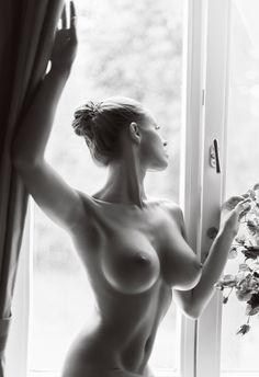 Erotic Shot In Butttures