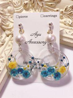 Diy Resin Earrings, Resin Jewelry Tutorial, Resin Jewlery, Making Resin Jewellery, Jewelry Design Earrings, Diy Resin Art, Diy Resin Crafts, Jewelry Crafts, Kawaii Accessories