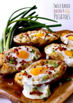 Twice Baked Bacon & Egg Potatoes. Your favorite breakfast foods all in one dish! Twice baked potatoes with bacon & egg are perfect for brunch breakfast or even for dinner! Easy Dinner Recipes, Breakfast Recipes, Easy Meals, Brunch Recipes, Breakfast Ideas, Bacon Breakfast, Baked Potato Recipes, Baked Potatoes, Vegetarian Food
