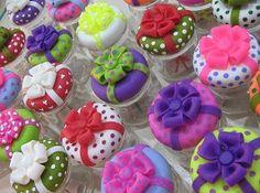 Ana Kuhnen-Biscuit Flick - Silvia Morin - Álbumes web de Picasa Clay Jar, Fimo Clay, Polymer Clay Crafts, Bead Crafts, Fun Crafts, Glass Jars, Mason Jars, Dessert In A Jar, Diy Cans