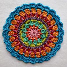 mandalas a crochet crafts fazer croche Crochet Diy, Crochet Round, Crochet Home, Love Crochet, Crochet Crafts, Crochet Doilies, Crochet Stitches, Crochet Projects, Crochet Potholders