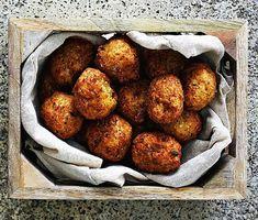 Indiska blomkålsbollar   Recept ICA.se Falafel, Cauliflower, Vegetarian Recipes, Mad, Brunch, Soup, Events, Dishes, Vegetables