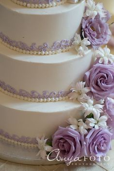 I love the pearls in white and the purple, or blue in my case, curls #purpleweddingcakes