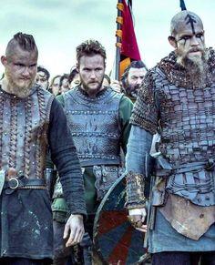 ViKings ~ Bjorn, Ubbe and Floki ready for battle! Vikings Ragnar, Vikings Tv Show, Ragnar Lothbrok, Vikings Tv Series, Floki, Viking Shop, Viking Life, Viking Warrior, Lagertha