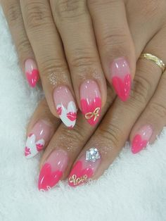 Pink & kisses nail art design