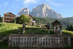 Storica fontana a Zoldo Alto Belluno Dolomiti Veneto Italia