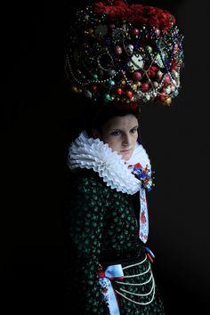 """Iwajla Klinke - Serie """"Brautkrone"""": Geschmückt für die Konfirmation in Sankt Georgen im Schwarzwald, 2011"""