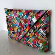 Hey i found this really awesome etsy listing at https www etsy com listing 236836250 magazine handbag Recycled Paper Crafts, Recycled Magazines, Newspaper Crafts, Candy Wrapper Purse, Candy Wrappers, Crafts To Make And Sell, Diy And Crafts, Diy Paper Bag, Magazine Crafts