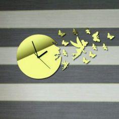 Moderné nalepovacie hodiny zlatá víla a motýle .