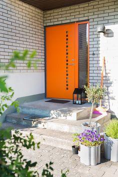 Character Prisma ytterdør fra Swedoor Kerb Appeal, Garage Doors, Front Doors, Windows And Doors, Mid Century, Outdoor Decor, Plants, Character, Inspiration