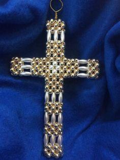 Latin/Greek Cross Japanese Pearls, Beaded Christmas Ornaments, Beaded Cross, Bead Loom Bracelets, Beaded Jewelry Patterns, Cross Designs, Beading Tutorials, Bead Weaving, Cross Pendant