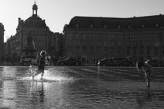 Jean-Philippe Jouve | Black and White | Street Photography | Bordeaux | Water Game 2