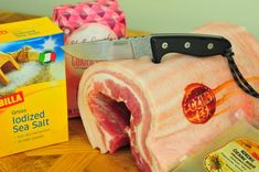 Usušte si doma prerastenú slaninku, postačí vám na to desať dní » Prakticky.sk Salty Foods, Food 52, The Cure, Grilling, Snack Recipes, Chips, Food And Drink, Chicken, Cooking