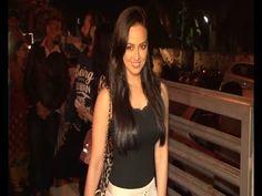 SPOTTED Riya Sen at JUHU PVR cinema to watch SHOLAY 3D.