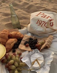 Cute Food, Good Food, Yummy Food, Comida Picnic, Picnic Date, Beach Picnic, Think Food, Aesthetic Food, Urban Aesthetic