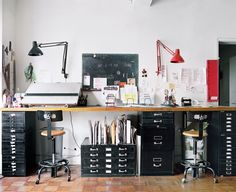 desk made from filing cabinets painted in a bright color would make a long work space perfect for labeling or laptops. Home Interior, Interior Architecture, Interior And Exterior, Art Studio Room, Home Studio, Graphic Design Workspace, Graphic Designer Office, Studio Organization, Office Workspace