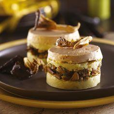 PARMENTIER AU FOIE GRAS (Pour 4 P : 800 g de pommes de terre Ratte du Touquet • 250 g de foie gras mi-cuit • 160 g de champignons de Paris • 1 bouquet d'herbes aromatiques • 1 échalote • 1 gousse d'ail • 40 g de beurre • Huile d'olive • sel, poivre)