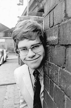 vintage everyday: Elton John's First Photo Shoot in 1968 – The Moment Reginald Dwight Became Elton John