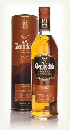 A recent release edition from Glenfiddich, this was aged for 14 years before a finish in new American and Spanish oak casks. They say the American oak adds spice, vanilla and fruit, and the Spanish oak brings elegant fruit, spice and complexity. Good Whiskey, Scotch Whiskey, Irish Whiskey, Bourbon Whiskey, Top Drinks, Alcoholic Drinks, Glenfiddich Whisky, Strong Drinks, Wine Pairings