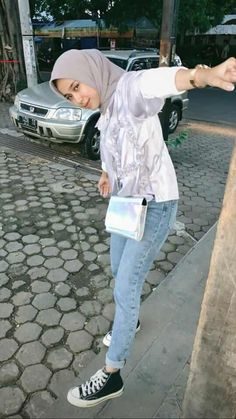 first date outfit First Date Outfit Casual, First Date Outfits, Cute Work Outfits, Casual Hijab Outfit, Hijab Jeans, Ootd Hijab, Hijab Style Dress, Street Hijab Fashion, Curvy