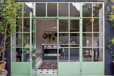 The Crittall windows open out to a sunken terrace, dug out from the existing garden to allow a seamless transition between inside and out. Victorian Townhouse, London Townhouse, Victorian London, London Apartment, London House, Victorian Homes, Victorian Terrace, Manchester Home, Venice