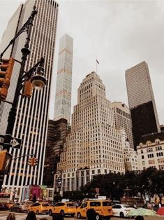 Find images and videos about travel, city and new york on We Heart It - the app to get lost in what you love. City Aesthetic, Travel Aesthetic, Places To Travel, Places To Go, Travel Destinations, A New York Minute, Ross Geller, City Vibe, Nyc Life