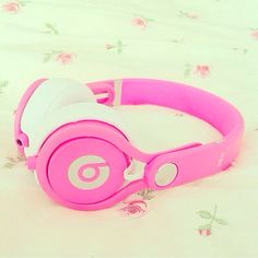Ready to rock out in style? Get a pair of super glam Cheap Beats By Dre Solo HD headphones with interchangeable caps. Cheap Beats, Just Girly Things, Girly Stuff, Pink Things, Beats By Dre, Stay Gold, Birthday Wishlist, Everything Pink, Beats Headphones