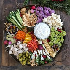 How to Create a Beautiful Crudités Platter Veggie Platters, Party Food Platters, Veggie Tray, Food Trays, Cheese Platters, Vegetable Trays, Charcuterie Recipes, Charcuterie And Cheese Board, Catering Food