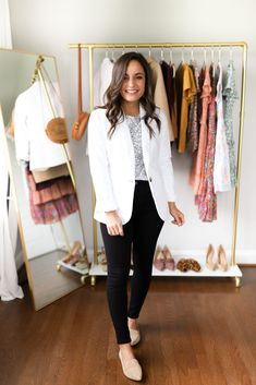 Six business casual outfits with black jeans for petite women. Petite style blog. Petite black jeans outfits style by Brooke. Jeans Outfit For Work, Black Jeans Outfit, Black Skinnies, Work Outfits, Teacher Outfits, Business Dress Code, Business Dresses, Office Outfits Women, Business Casual Outfits