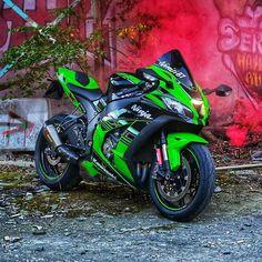 Ninja Motorcycle, Ninja Bike, Futuristic Motorcycle, Moto Bike, Motorcycle Quotes, Kawasaki Motorcycles, Cool Motorcycles, Triumph Motorcycles, Bike Leathers
