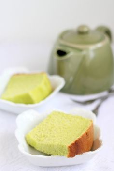 Pandan Chiffon Cake. this is the next recipe that i really want to try. I don't know where i can find pandan leaves/extract though -__-