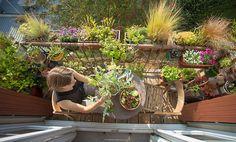 Vert-citron, la blogueuse La nature ? Mélanie est tombée dedans quand elle était petite. C'est en Lorraine auprès d'un grand-père jardinier qu'elle s'est mise à aimer le monde végétal.« J'adorais aider, semer, regarder. Surtout les fleurs. » À 14 ans, n'ayant rien oublié de cet amour d'enfance, elle décide qu'elle « fera des lieux où les gens se sentent bien et se rapprochent de la nature. » Et devient quelques années plus tard architecte-paysagiste. Pendant ses études à Nancy puis à Genève…