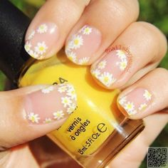 34. #Summer Daisies - Wait Til You See #These 42 Awesome Flower Nail Art #Designs ... → #Nails #Flower