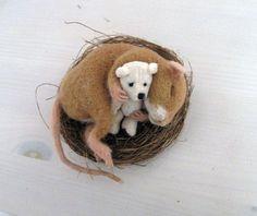 Deko-Objekte - Filzratte mit Bärchen ,Ratte schlafend im Grasnest - ein…
