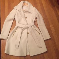Jessica Simpson coat Off white Jessica Simpson coat in great condition wore once Jessica Simpson Jackets & Coats Trench Coats