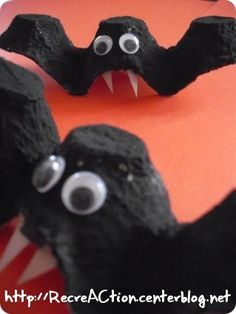 Fashion and Lifestyle Diy Halloween, Theme Halloween, Halloween Crafts For Toddlers, Holidays Halloween, Diy For Kids, Happy Halloween, Halloween Decorations, Manualidades Halloween, Paint Plastic