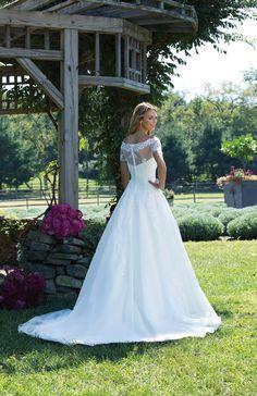 Trouwjurk Sincerity 3989 Valkengoed Wedding Fashion 2018